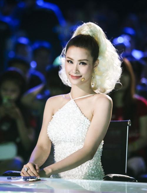 """dong nhi toc trang, dien trang phuc sexy """"nao loan"""" san khau - 1"""