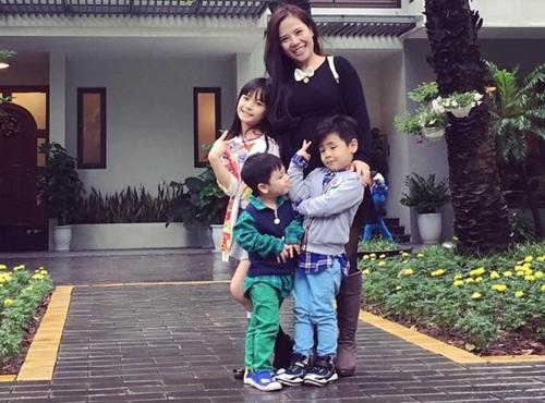 3 chang mc truyen hinh hanh phuc vien man ben vo con - 15