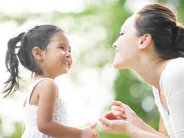 Những thói quen bố mẹ cần làm để trẻ tự tin thành công