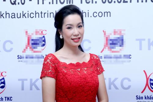 trinh kim chi phu nhan tin don bat man voi nsnd hong van - 1