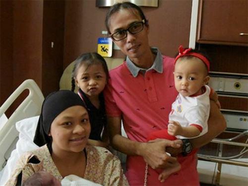 chuyen la: me singapore sinh 2 con cach nhau 10 thang - 2