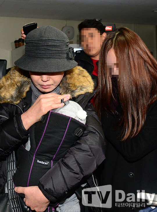 ban gai cu kim hyun joong dua con trai di xet nghiem adn - 1