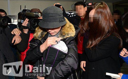 ban gai cu kim hyun joong dua con trai di xet nghiem adn - 2
