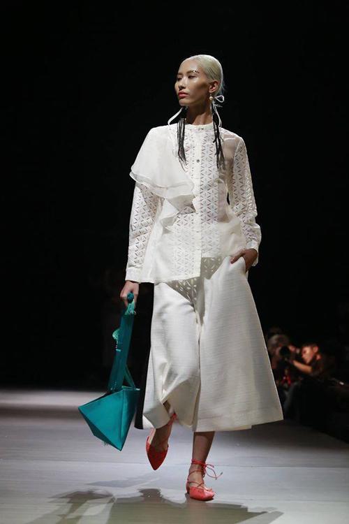 4 xu huong lam dep dang chu y tu vietnam designer fashion week - 14