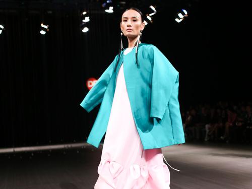 4 xu huong lam dep dang chu y tu vietnam designer fashion week - 9
