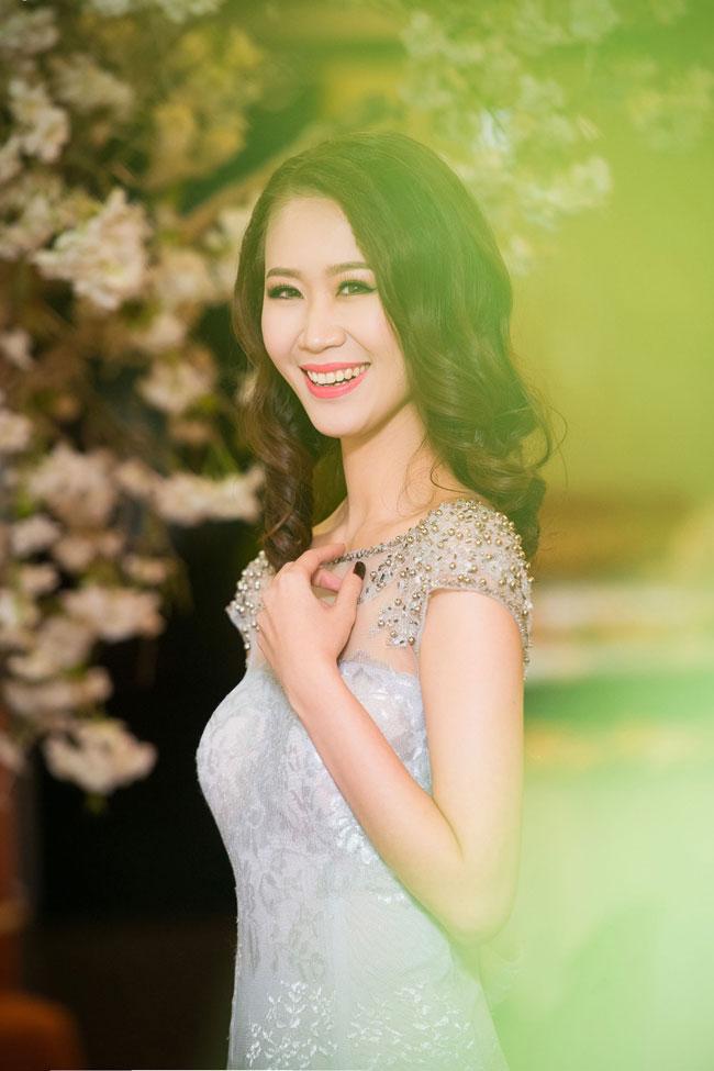 Tối qua, Hoa hậu thân thiện Dương Thuỳ Linh và Top 5 Hoa hậu Việt Nam Phan Thị Mơ xuất hiện tại một sự kiện tại Hà Nội. Hai người đẹp tự tin khoe nhan sắc rạng ngời trong tiết trời đông nơi đây.