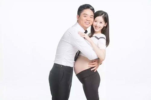 """""""co be tra sua"""" rang ro khoe bung bau ben chong dai gia - 1"""