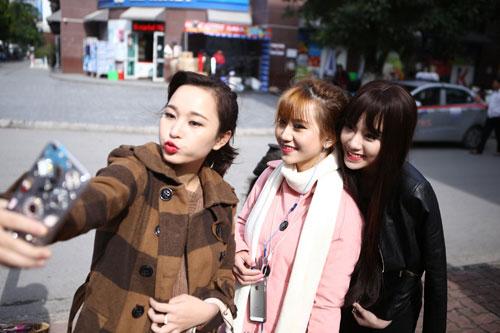 """hot girl linh miu thu suc voi sitcom nhieu """"canh nong"""" - 2"""