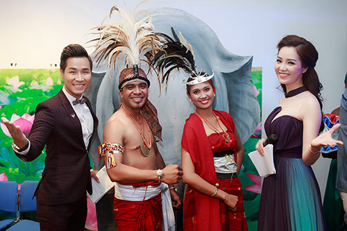 nguyen khang duoc a hau thuy van chinh ao trong hau truong - 9