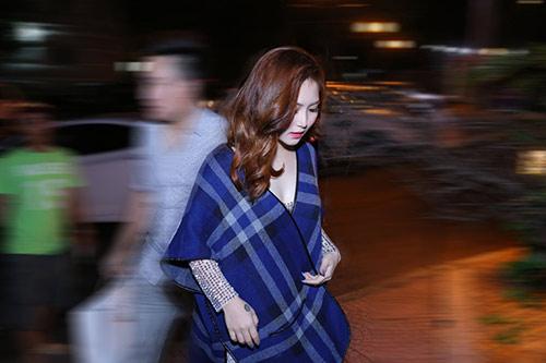 huong tram lay khan lam ao tat bat chay show - 2