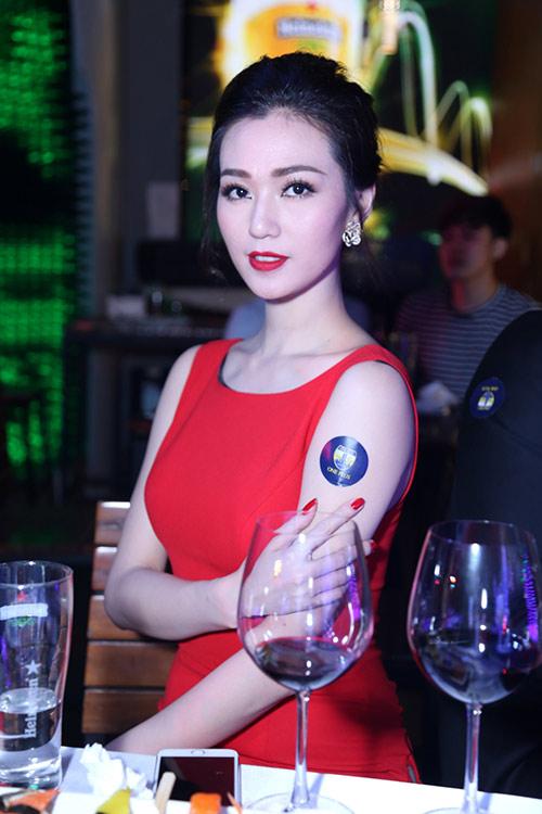 huong tram lay khan lam ao tat bat chay show - 9