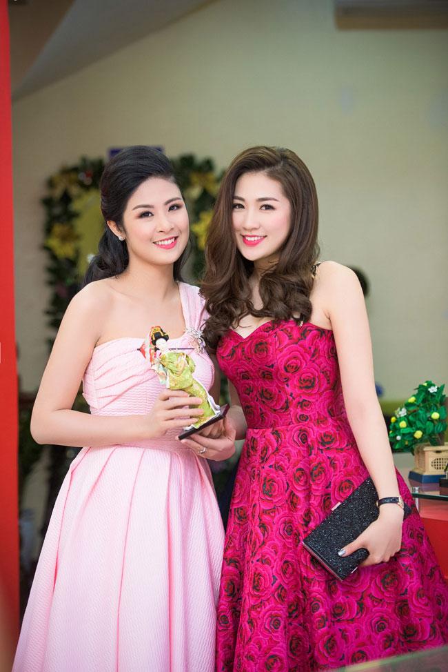 Tối qua, Hoa hậu Ngọc Hân và Á hậu Tú Anh có dịp hội ngộ trong một sự kiện.