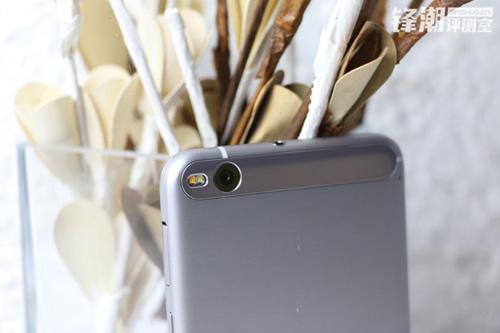 one x9: smartphone sap ra mat cua htc - 5