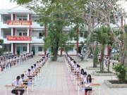 Tin tức - Lạ lùng ngôi trường tổ chức thi học kỳ giữa sân trường