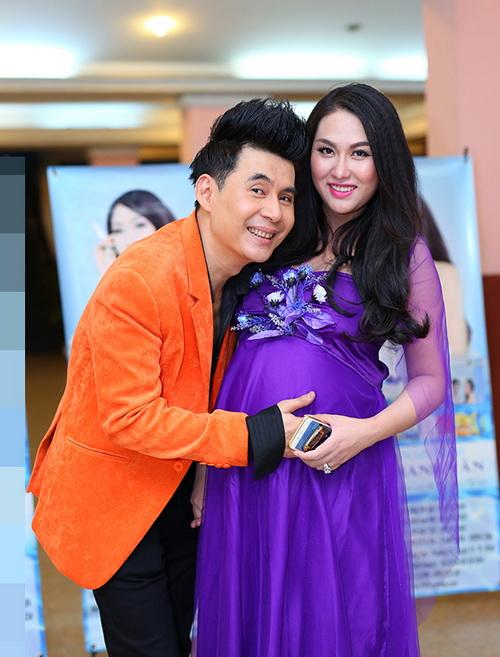 phi thanh van khoe bung bau sap sinh ben chong - 9