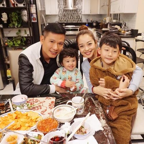jennifer pham hanh phuc am ap ben chong con - 10
