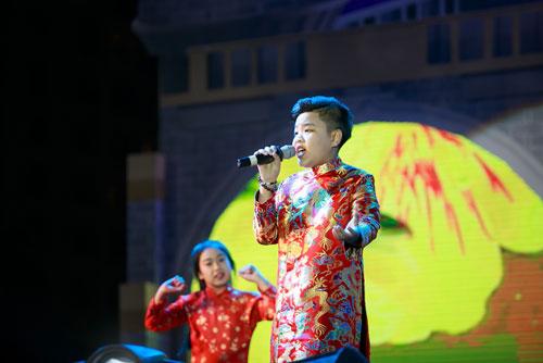 """a quan """"giong hat viet nhi"""" khuay dong hang nghin khan gia - 4"""