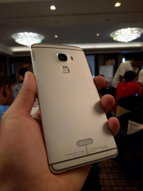 smartphone le max man hinh 6,3 inch va 4 gb ram sap ra mat - 2