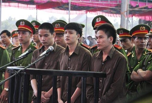 me vu van tien khong the thay con lam don xin an giam - 1