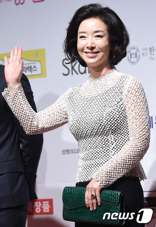 sau 12 nam o an, lee young ae tai xuat tai drama awards - 12