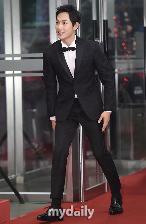 """bo phim """"kill me heal me"""" dai thang tai mbc drama awards - 13"""