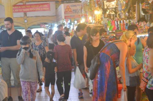 nguòi dan sài gòn táp nạp mua sam dip tet duong lich 2016 - 18
