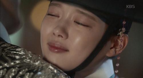 may hoa anh trang tap 13: kim yoo jung trao nguoi yeu nu hon tu biet - 1