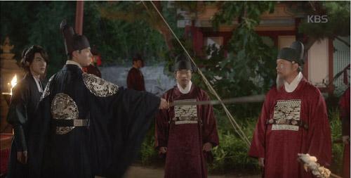 may hoa anh trang tap 13: kim yoo jung trao nguoi yeu nu hon tu biet - 12