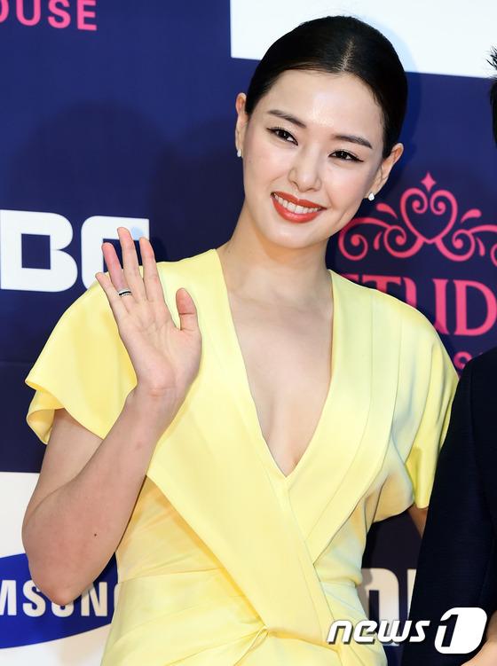 "vui ve di du lich nuoc ngoai, song hye kyo ""bo roi"" song joong ki tren tham do - 13"