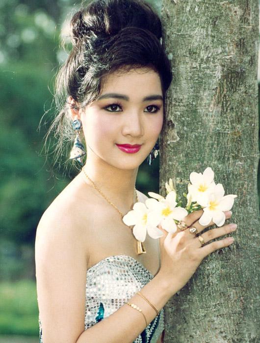 Thời trang sao Việt xưa: Kinh ngạc vì người đẹp này gần như không thay đổi suốt 20 năm qua-3