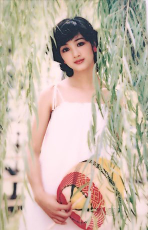 Thời trang sao Việt xưa: Kinh ngạc vì người đẹp này gần như không thay đổi suốt 20 năm qua-8