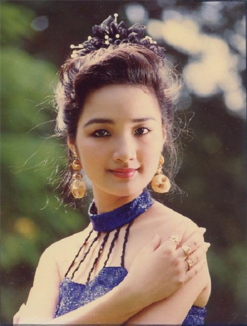 Thời trang sao Việt xưa: Kinh ngạc vì người đẹp này gần như không thay đổi suốt 20 năm qua-2