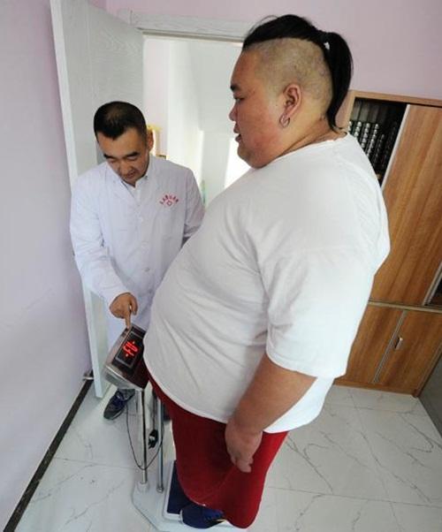 Thất tình, hot boy ăn uống thả ga tăng lên 255kg-4