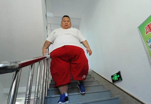 Thất tình, hot boy ăn uống thả ga tăng lên 255kg-5