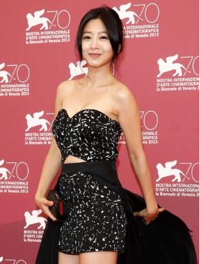 5 sao nữ Hàn chấp nhận diễn cảnh nóng với đàn em đáng tuổi con mình-3