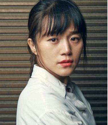 5 sao nữ Hàn chấp nhận diễn cảnh nóng với đàn em đáng tuổi con mình-5