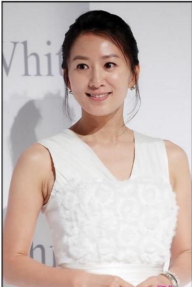 5 sao nữ Hàn chấp nhận diễn cảnh nóng với đàn em đáng tuổi con mình-9