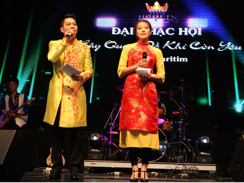 "a hau thuy hang gay quy ung ho ""vong tay nhan ai"" cua ca si khanh ly - 4"