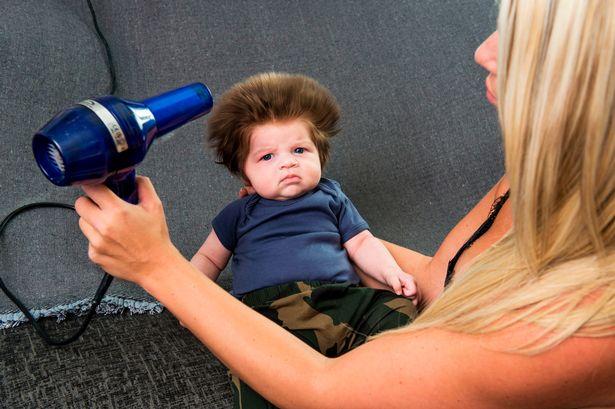 """Ngắm bé 2 tháng tuổi gây bão với mái tóc """"điện giật"""" - 3"""