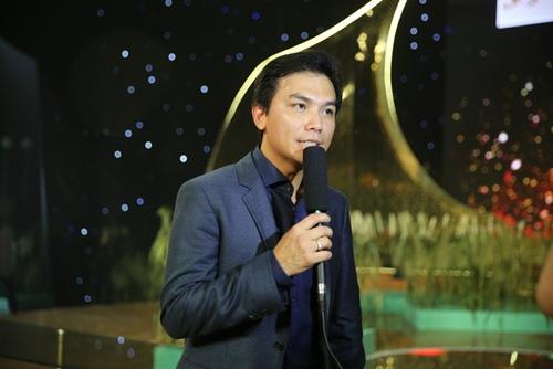 Phi Nhung tình cảm ngả đầu vào vai Mạnh Quỳnh-9