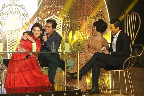Phi Nhung tình cảm ngả đầu vào vai Mạnh Quỳnh-8
