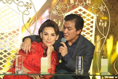 Phi Nhung tình cảm ngả đầu vào vai Mạnh Quỳnh-7