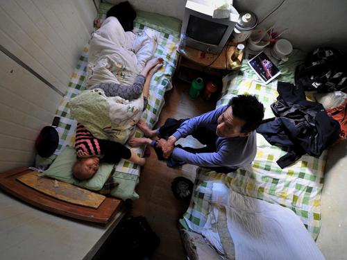 Bí mật trong những căn nhà nhỏ hơn WC trên khắp thế giới - 11