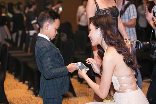 "dieu ngoc khoe than hinh ""chuan khong can chinh"" voi vay cat xe tao bao - 6"