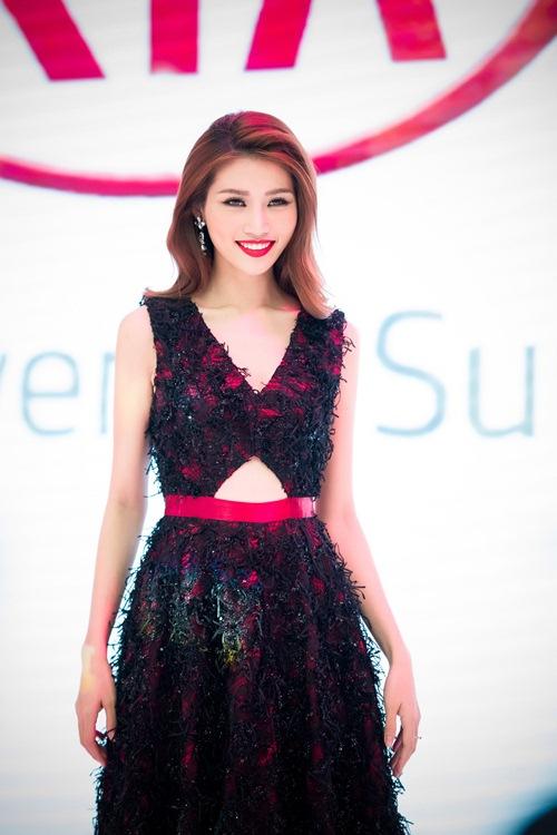 Dù sốt cao, Quỳnh Châu vẫn tự tin đọ vẻ gợi cảm cạnh Kim Chi-1