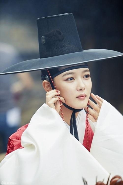 "dung giat minh neu ban biet ""nu than nhi"" kim yoo jung da dong tung nay phim - 7"