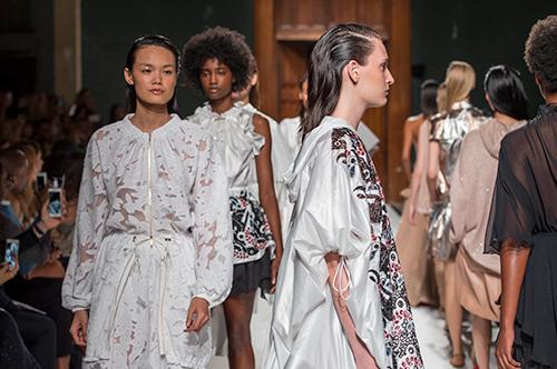 le thanh thao trung 2 show tai paris fashion week - 9