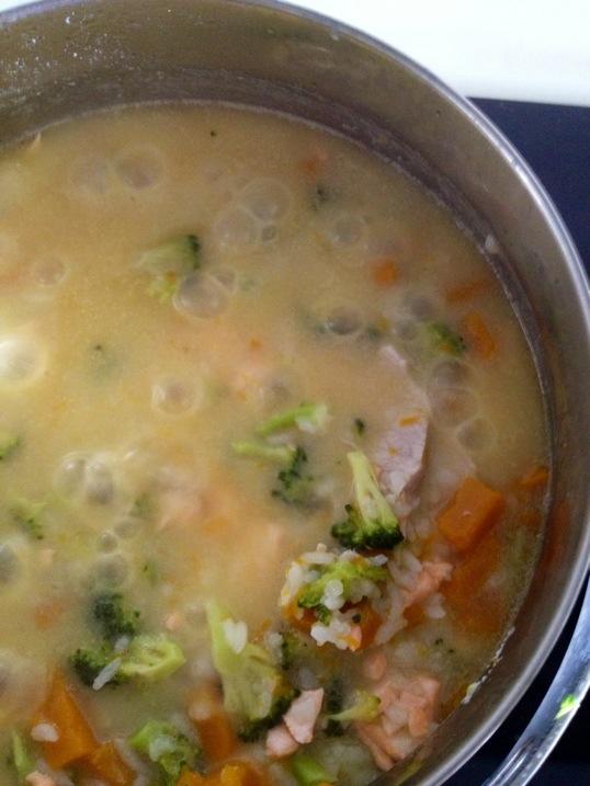 Cách nấu cháo cá hồi, thịt lợn cho trẻ thông minh, khỏe mạnh-3