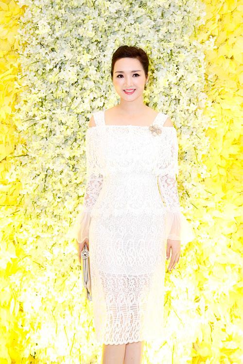 """Hoa hậu Giáng My tinh khôi khoe """"nhan sắc không tuổi""""-1"""