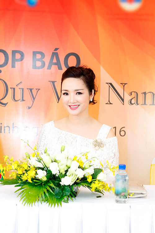"""Hoa hậu Giáng My tinh khôi khoe """"nhan sắc không tuổi""""-5"""